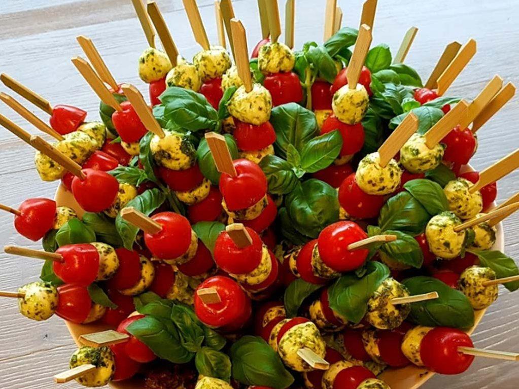 Tomate-Mozarella-Sticks als gesundes und schmackhaftes Finger Food